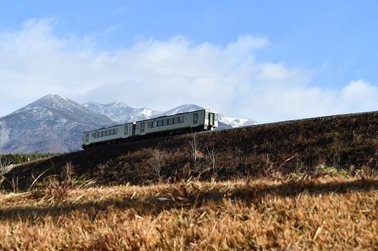 2020年11月28日撮影 小海線224D キハ110 八ヶ岳をバックに