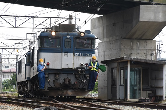 2020年8月8日撮影 篠ノ井線8467レ 派出所 誘導員2人