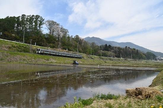 2020年5月3日撮影 飯田線 210M 211系とトラクター