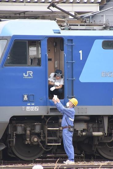 2020年6月6日撮影 篠ノ井駅にて 坂城貨物5447レ EH200-901号機 旗振り