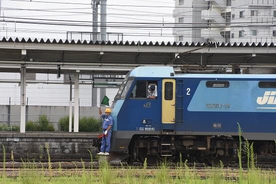 2020年8月8日撮影 篠ノ井駅にて2084レ EH200-14号機 旗振り誘導