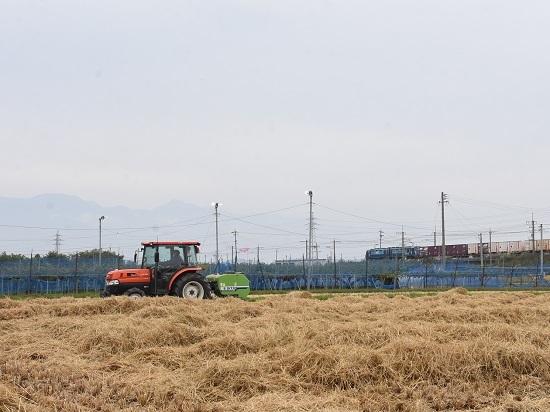 2020年10月3日撮影 東線貨物2083レ EH200-12号機と稲わらロール