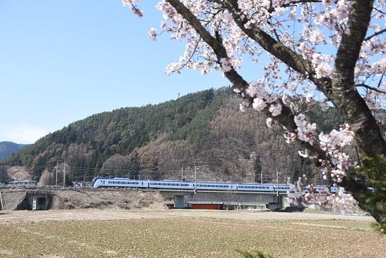 2020年4月11日撮影 塩中の桜と5003M E353系「あずさ3号」
