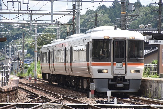 2020年8月10日撮影 飯田線は沢渡駅にて 373系F6編成 回送