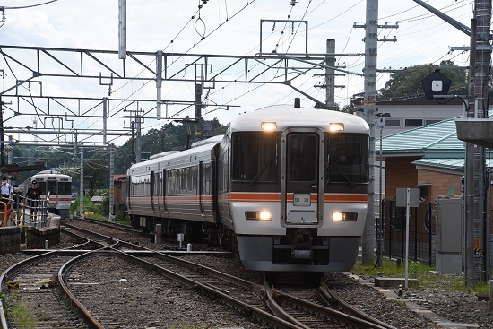 2020年8月10日撮影 飯田線は沢渡駅にて 373系F6編成 回送発車