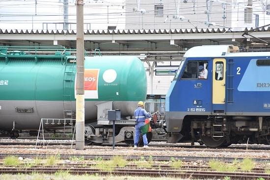 2020年6月20日撮影 篠ノ井駅にて 坂城貨物5774レ 機回し 赤旗