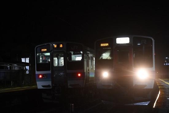 2020年10月8日撮影 北殿駅にて2220Mと223M 211系の並び