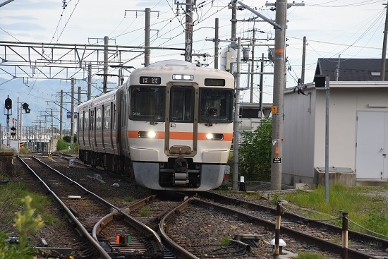 2020年8月10日撮影 飯田線は羽場駅にて313系1700番台の回送発車