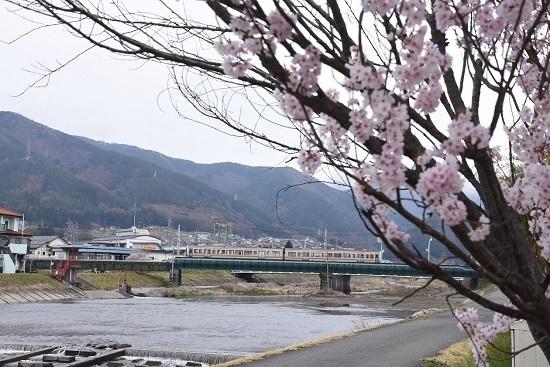 2020年4月12日撮影 204M 213系が横川川鉄橋を行く