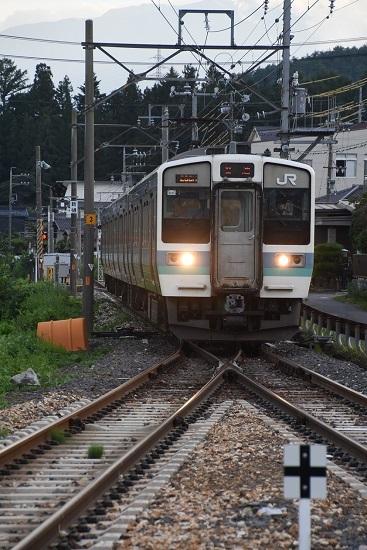 2020年8月10撮影 飯田線 233M 211系 伊那新町入線