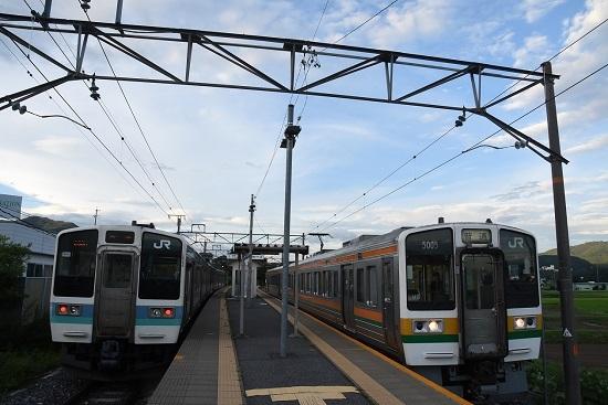 2020年8月10撮影 飯田線 233M 211系 222M 213系 伊那新町駅同時発車