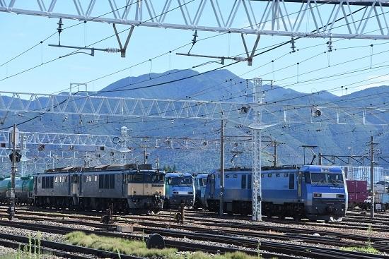 2020年8月11日撮影 南松本にて西線貨物8084レと東線貨物2080レ