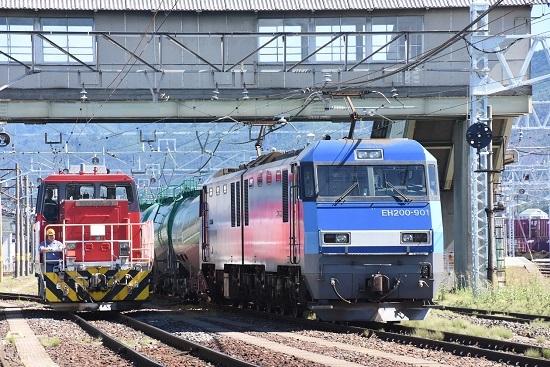 2020年8月11日撮影 南松本にて東線貨物2080レ EH200-901号機とHD300-9号機の並び