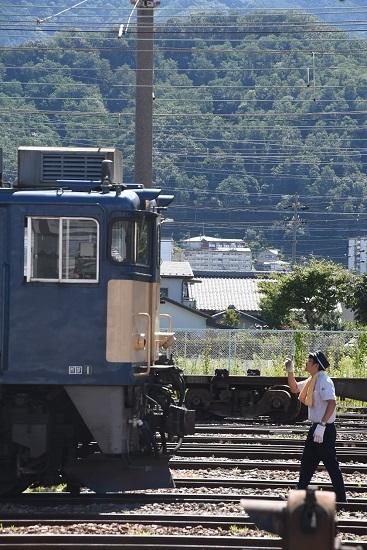 2020年8月11日撮影 南松本にて 西線貨物8084レの仕業点検 指差し確認
