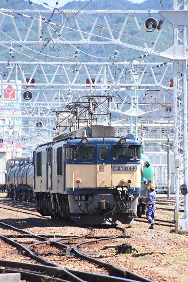 2020年8月11日撮影 南松本にて 西線貨物8084レの機回し前に無線機受け取り