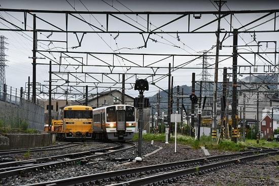 2020年5月19日撮影 伊那松島駅にて キヤ97と213系の並び