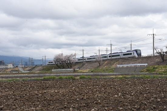 2020年4月19日撮影 みどり湖にて16M E353系あずさ16号と桜を絡めて
