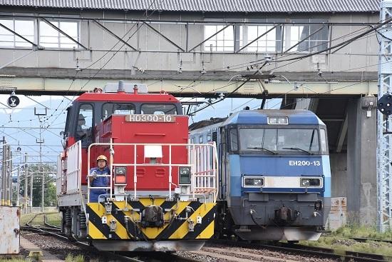 2020年8月12日撮影 南松本にて東線貨物2080レ EH200とED300の並び