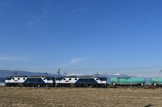 2020年12月27日撮影 西線貨物8084レ 更新色重連 青い空とアルプス