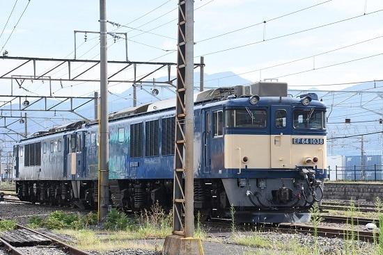 2020年8月13日撮影 南松本にてピカピカのEF64-1038号機