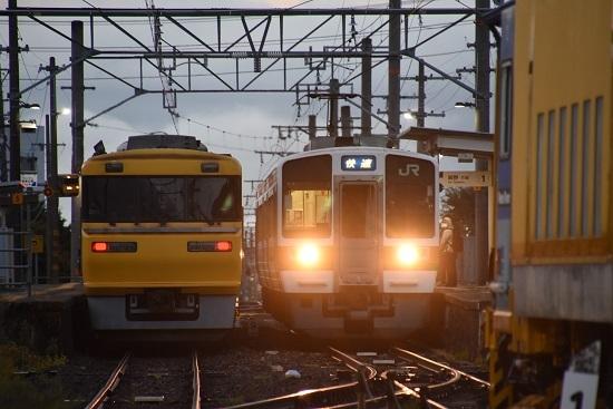 2020年10月18日撮影 飯田線は羽場駅にてキヤ95と2201M 213系「快速」の並び