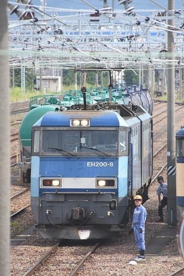 2020年8月13日撮影 南松本にて西線貨物2080レ機回し 後ろに運転士さん