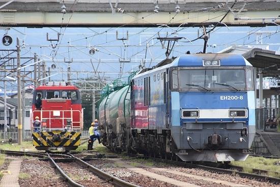 2020年8月13日撮影 南松本にて東線貨物2083レ EH200とHD300の並び