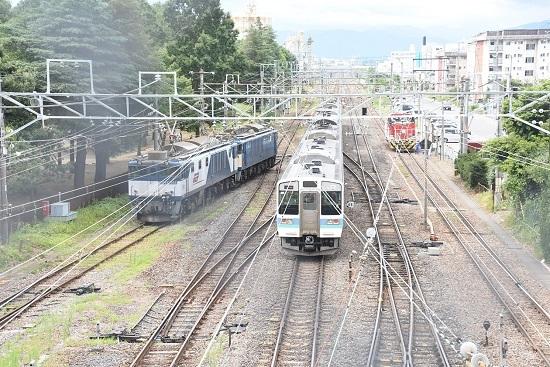 2020年8月13日撮影 南松本にて 西線貨物8084レ 機回し 211系並び