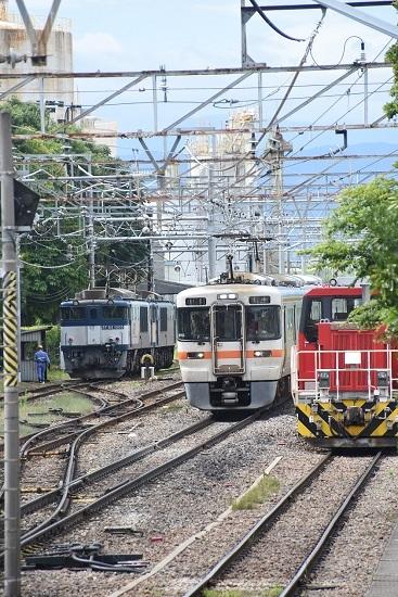 2020年8月13日撮影 南松本にて 西線貨物8084レ 機回し 313系1700番台並び