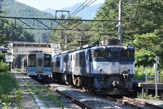 2020年8月15日撮影 篠ノ井線8467レ 冠着駅にてE127系との並び