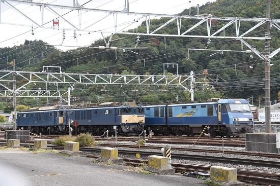 2020年10月24日撮影 塩尻大門にて東線貨物2083レ 発車とEF64重連ハンドル訓練