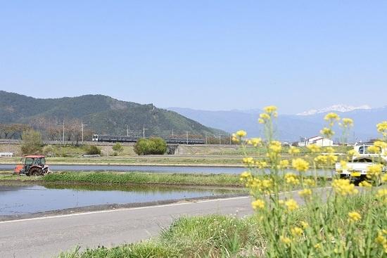 2020年5月2日撮影 みどり湖にて菜の花と 427M 211系