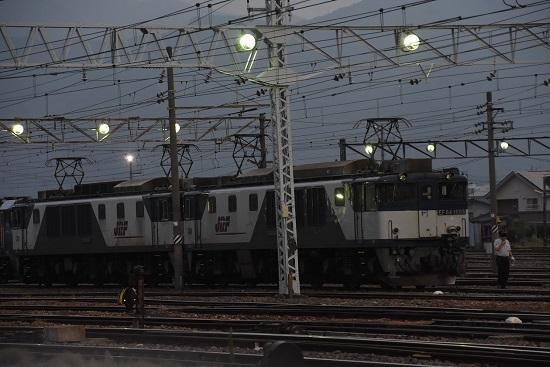 2020年8月22日撮影 南松本にて西線貨物6089レ EF64更新色重連と運転士