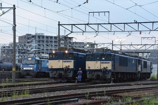 2020年11月22日撮影 南松本にて篠ノ井線8467レと坂城貨物5463レ