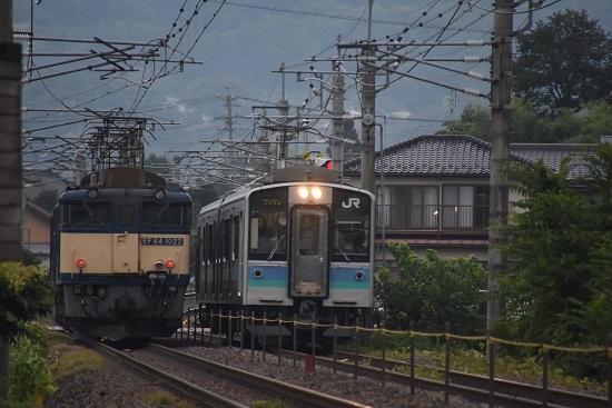 2020年8月22日撮影 篠ノ井線8467レ 田沢-明科にて 2230M E127系との並び
