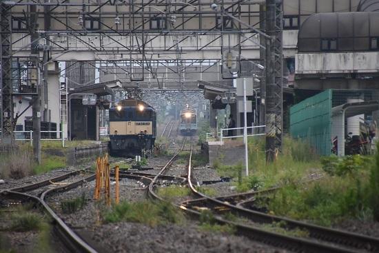 2020年8月22日撮影 篠ノ井線8467レ 明科駅にて EF64-1034号機と1221M E127系