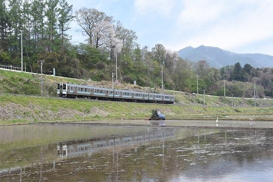 2020年5月3日撮影 飯田線 210M 211系とトラクターとサギ