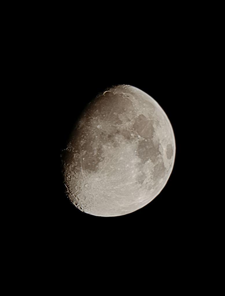 Moon200404.jpg