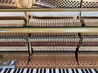 ピアノ内部①