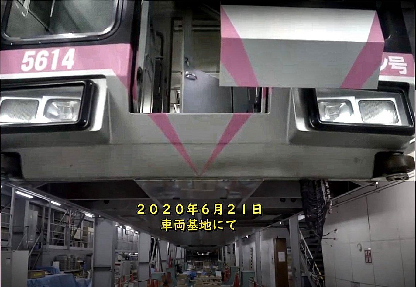 深沢車庫にて改造中の湘南モノレール5000系5613編成