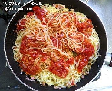 トマトソースを重ねて和えるdownsize