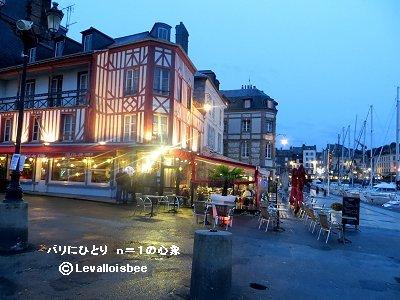 日暮れの雨旧港のレストランdoensize