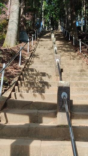 下社からの階段20201225