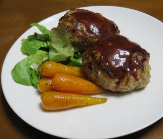 ニンジンとハンバーグの料理