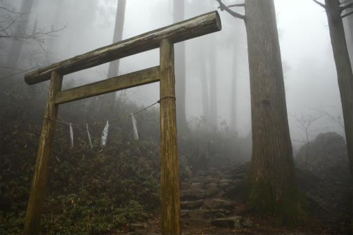 20201127・大岳山へ5-01・11時26分、神社出発