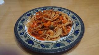シーフードとシメジのトマトソース