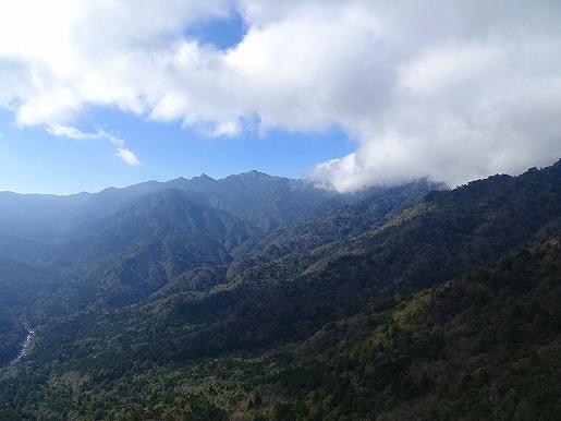 太鼓岩から望む宮之浦岳