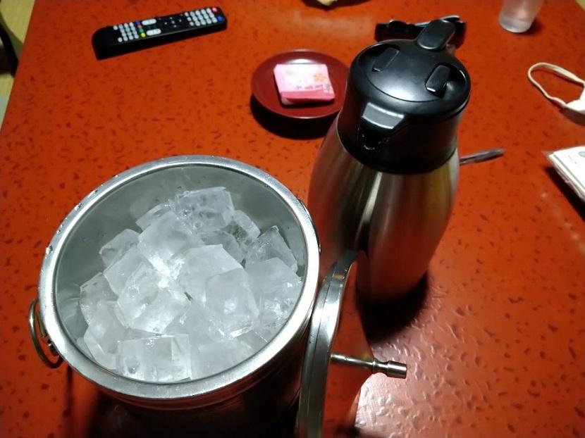 アイスペールと冷水ポット