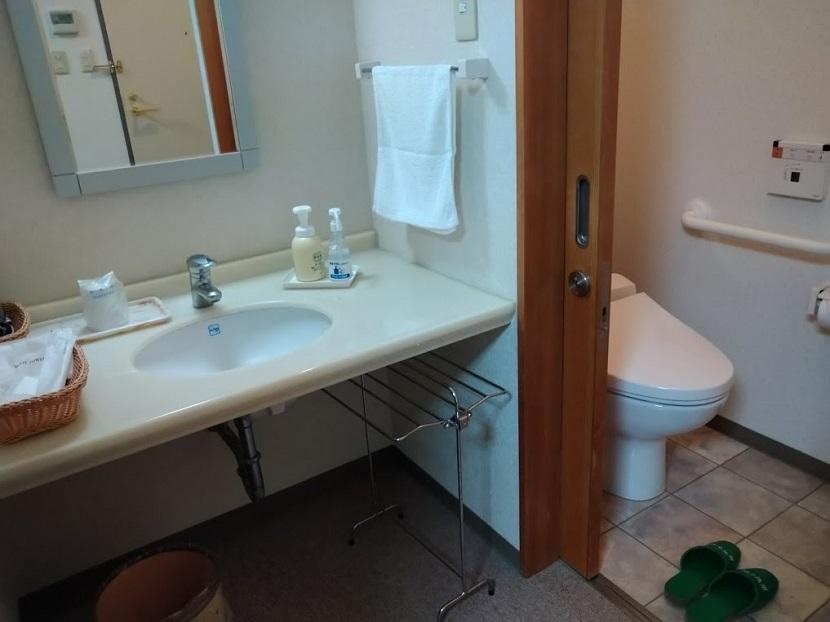 ツインルーム 洗面台、トイレ