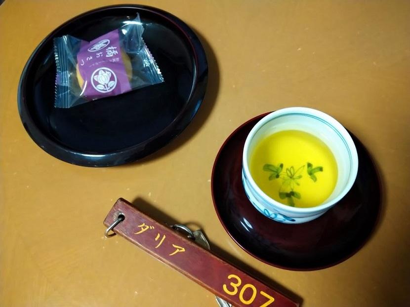 ツインルーム お茶、菓子